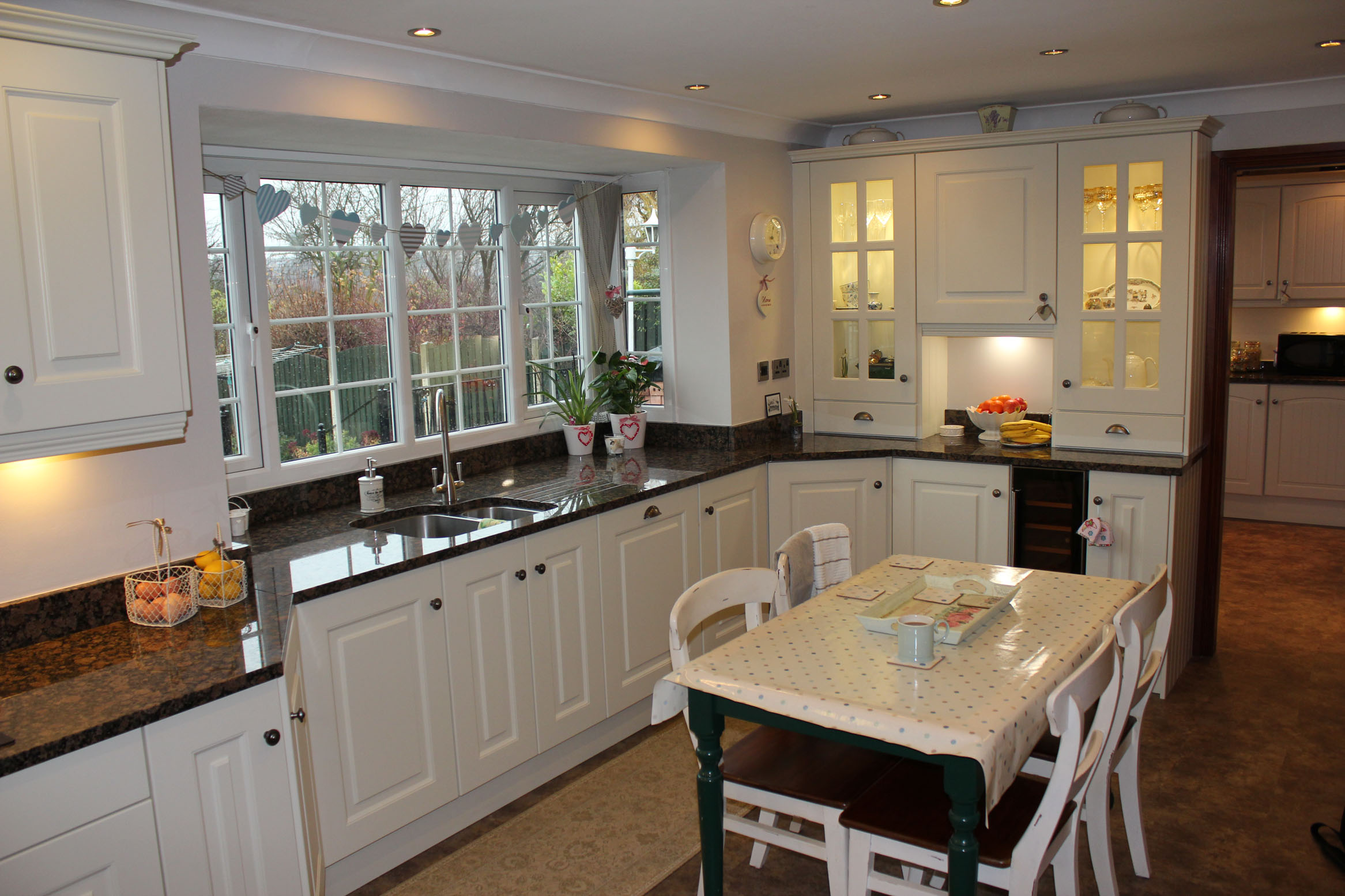 Beautiful fitted kitchens castleford brownleys kitchens for Pictures of fitted kitchens