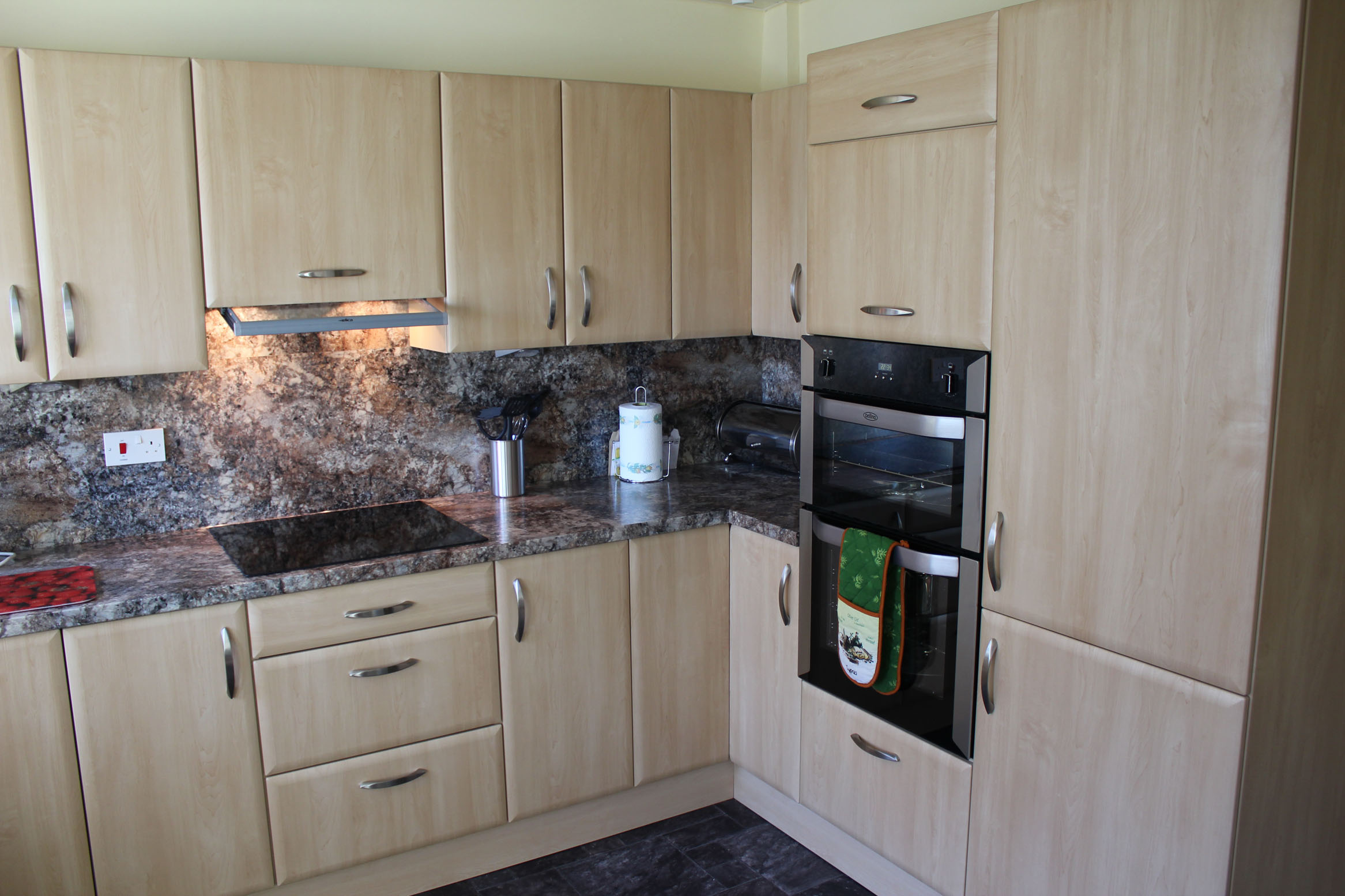 Beautiful fitted kitchens castleford west yorkshire for Fitted kitchens